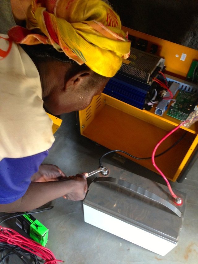 Damu connects the battery to the inverter.